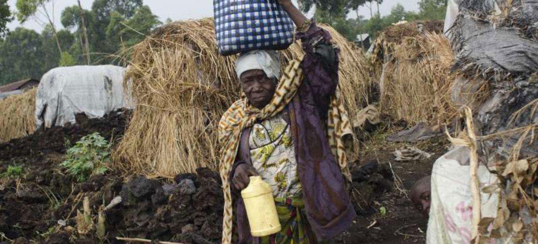 Une femme congolaise dans un camp de personnes déplacées, dans le Sud-Kivu.
