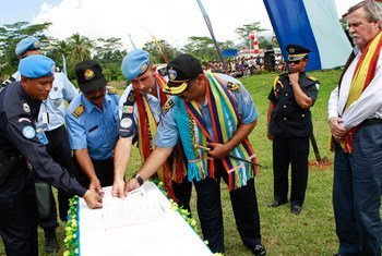 A ceremony is held marking the official hand-over of policing responsibilities from the UN Integrated Mission in Timor-Leste (UNMIT) to the Polícia Nacional de Timor-Leste (PNTL) in Ainaro District.