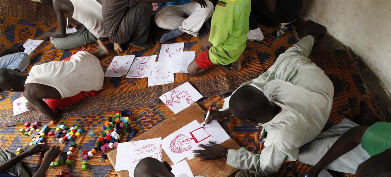 D'ex-enfants soldats dans un centre de transit de l'UNICEF, en République centrafricaine.