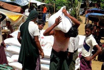 Food distribution at Thea Chaung IDP camp, Rakhine State, Myanmar.