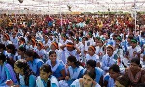 En Inde, un rassemblement afin de promouvoir les droits des filles et l'éducation pour tous dans le village de Barrod, situé dans le district d'Alwar, au Rajasthan.