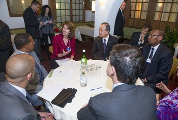 Secretary-General Ban Ki-moon (fourth from left), prepares for a panel discussion at the World Economic Forum in Davos, Switzerland.