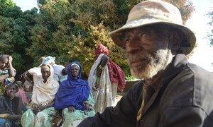 A Diabaly, au Mali, les habitants racontent que deux familles touareg contraintes à fuir leur village se cacheraient dans la ville.
