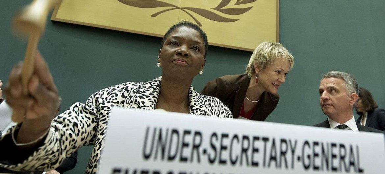 Under-Secretary-General Valerie Amos (left) opens the Syrian Humanitarian Forum in Geneva.