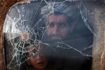 Les pertes civiles ont décliné en 2011 en Afghanistan, mais les attaques contre les femmes, enfants et personnalités politiques sont en hausse.