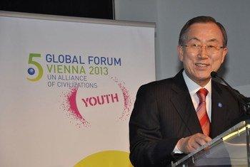 Le Secrétaire général de l'ONU, Ban Ki-moon au cinquième Forum de l'Alliance des civilisations à Vienne