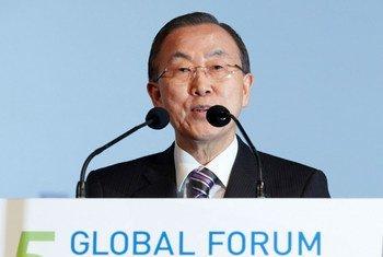 Le Secrétaire général de l'ONU, Ban Ki-moon au cinquième Forum de l'Alliance des civilisations à Vienne.