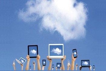 Des smart phones, tablettes et ordinateurs portables brandis au ciel. Lors de leurs couvertures des manifestations aux Etats-Unis, « les journalistes doivent être en mesure d'accomplir leur important travail sans attaques, ni répression », a dit Michelle Bachelet