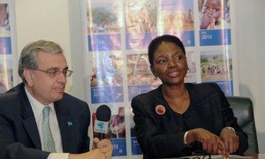 UN Humanitarian Chief Valerie Amos and Resident Coordinator Jorge Chediek brief journalists in Brasilia.