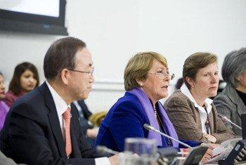 La Directrice exécutive d'ONU-Femmes, Michelle Bachelet, et le Secrétaire général de l'ONU, Ban Ki-moon.