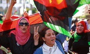 Des Libyennes manifestent à Tripoli en faveur du désarmement des milices.