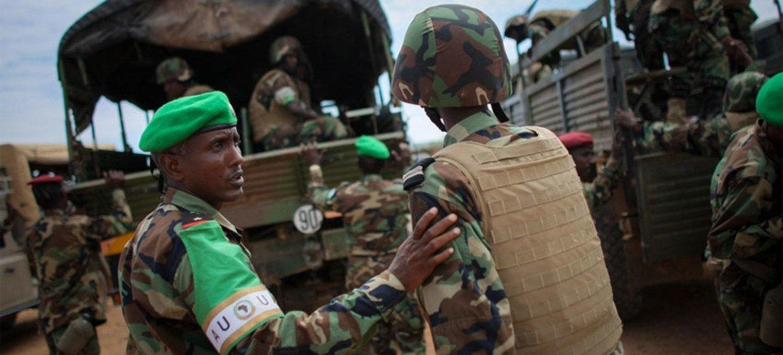 Des Casques bleus du contingent djiboutien de la Mission de l'Union africaine en Somalie (AMISOM) à Belet Weyne.