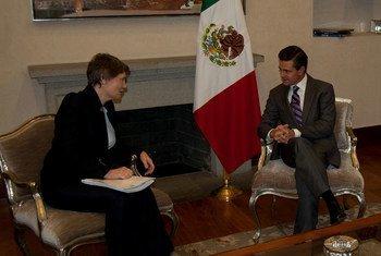 L'Administratrice du PNUD, Helen Clark, s'entretient avec le Président mexicain Enrique Peña Nieto, avant le lancement du rapport sur l'Indice de développement humain.