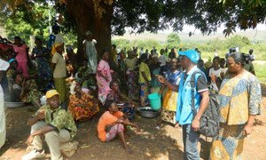 Refugees from Central African Republic waiting for the food and non food items distribution in Mobayi-Mbongo, Democratic Republic of the Congo (DRC).