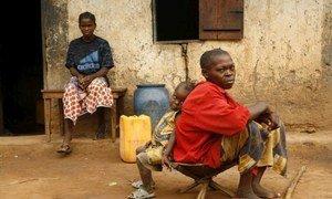 Des personnes déplacées en République centrafricaine lors de précécentes flambées de violence.
