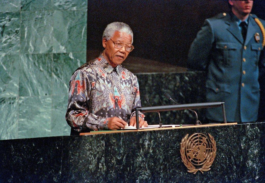 Nelson Mandela alihutubia Baraza Kuu la Umoja waMataifa kama rais wa Afrika Kusini Oktoba  1995