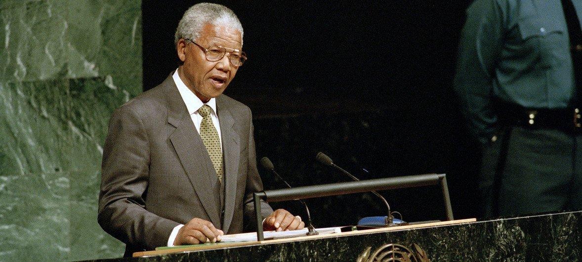 1994年,时任南非总统的曼德拉在联大第49届会议上发言。