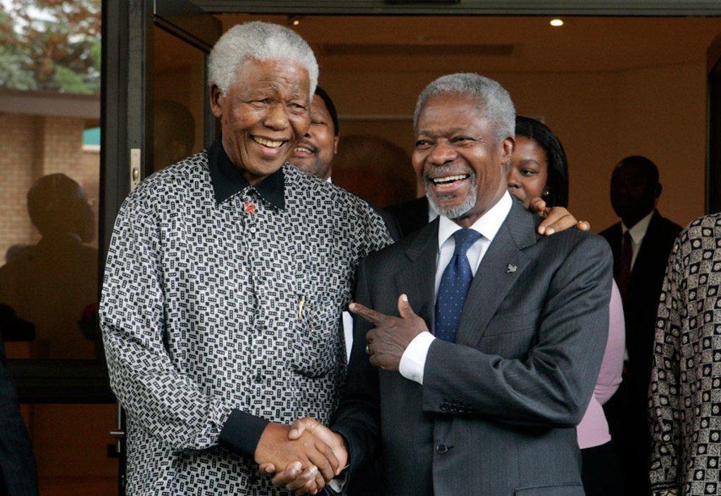ONU/E. Debebe Nelson Mandela y el entonces Secretario General de la ONU Kofi Annan durante un encuentro en Houghton, Johannesburgo en 2006