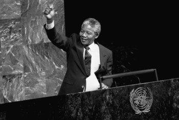 Le 18 juillet est la Journée internationale Nelson Mandela, ici en 1990 devant le Comité spécial contre l'apartheid à l'Assemblée générale. PhotoONU/Pernaca Sudhakaran