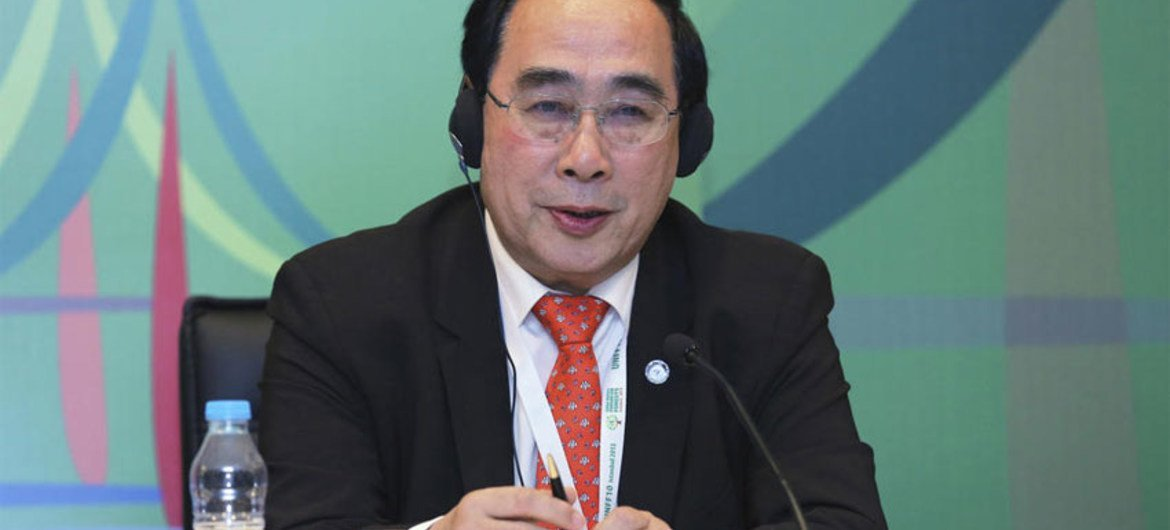 Under-Secretary-General Wu Hongbo briefs journalists at a press conference after the opening plenary of the UNFF10 in Istanbul.
