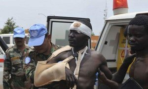 A wounded civilian arrives in Juba after an ambush on an UNMISS convoy by unidentified assailants near Gumuruk in Jonglei State (April 2013).