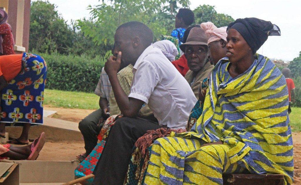 Wakimbizi wakiwa katika kituo cha afya kilichoko katika kambi yao ya Nakivale nchini Uganda