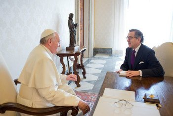 UN Economic and Social Council (ECOSOC) President Néstor Osorio meets with Pope Francis at the Vatican in Rome, 13 April 2013.