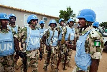 Des soldats du contingent nigérian de la MINUAD, stationnés à El Daein, au Darfour oriental, le 9 octobre 2012.