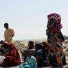 Des réfugiés somaliens se reposent sur une plage au Yémen après avoir franchi le golfe d'Aden (archive)