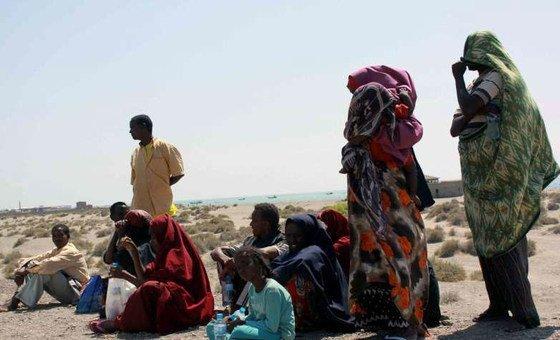 Refugiados somalis na costa do Iêmen.
