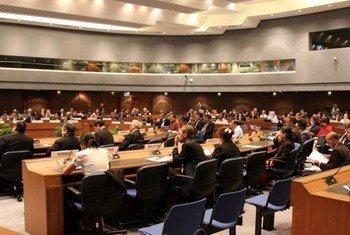 Les participants à une table ronde organisée par la CESAP à Bangkok, en Thaïlande.