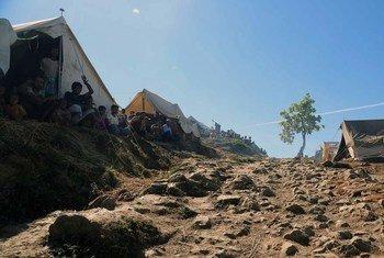 Les personnes déplacées du camp de Taung Paw, à Myebon, au Myanmar, ne sont pas autorisées à le quitter.