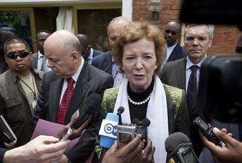 L'Envoyée spéciale du Secrétaire général pour la région des Grands Lacs, Mary Robinson, à Goma, en RDC, le 30 avril 2013.