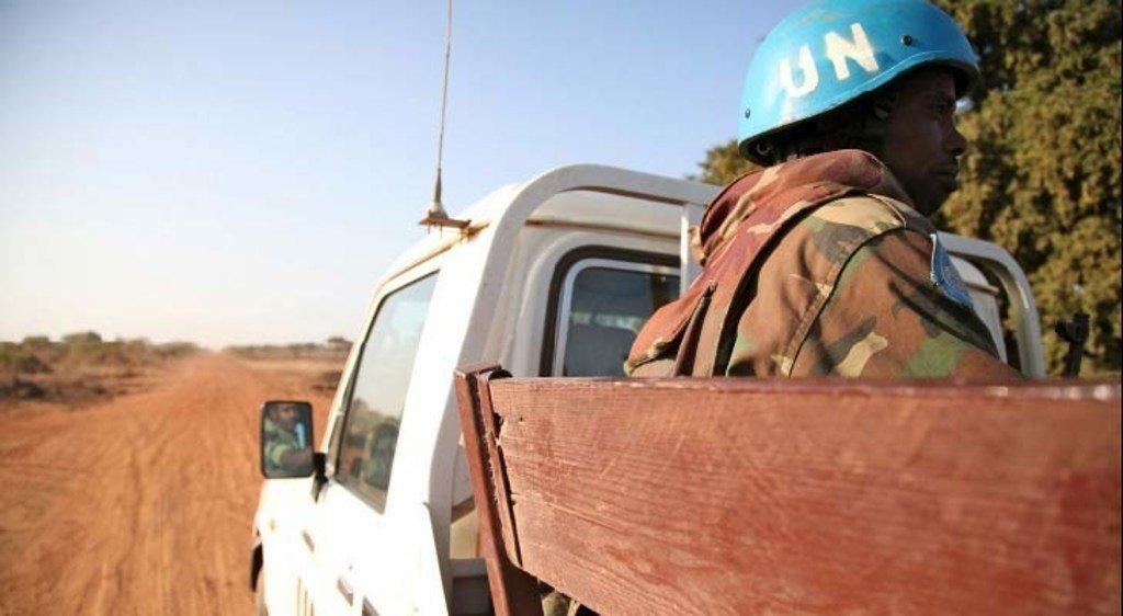 Un Casque bleu de la FISNUA, la Force intérimaire de sécurité des Nations unies pour Abyei (archive).
