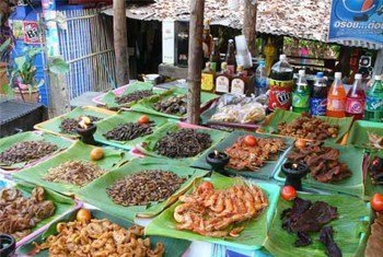 Hapa ni kwenye moja ya soko nchini Thailand, wadudu wakiuzwa kama kitoweo.