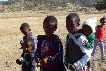 Niños eritreos en la aldea de Embetyo.