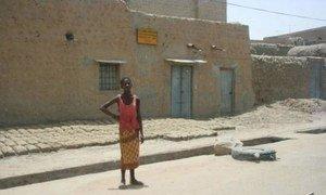 The international community pledges €3.25 billion to help rebuild Mali.