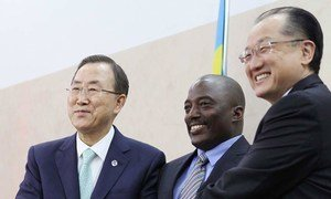 Secretary-General Ban Ki-moon (left) and World Bank President Jim Yong Kim (right) are greeted on arrival in Kinshasa by President Joseph Kabila of the Democratic Republic of the Congo.
