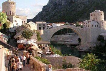 Le vieux pont de la ville de Mostar en Bosnie-Herzégovine