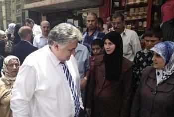 Le Directeur exécutif adjoint du PAM, Amir Abdulla, visite un centre logistique et d'approvisionnement de l'agence dans la banlieue de Damas.