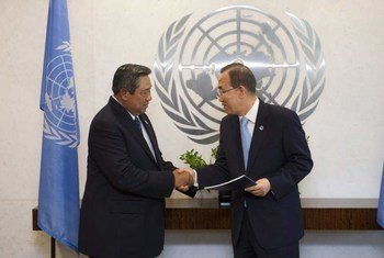 Secretary-General Ban Ki-moon (right) receives report of the High-level Panel of Eminent Persons on the Post-2015 Development Agenda from co-Chair President Susilo Bambang Yudhoyono of Indonesia.