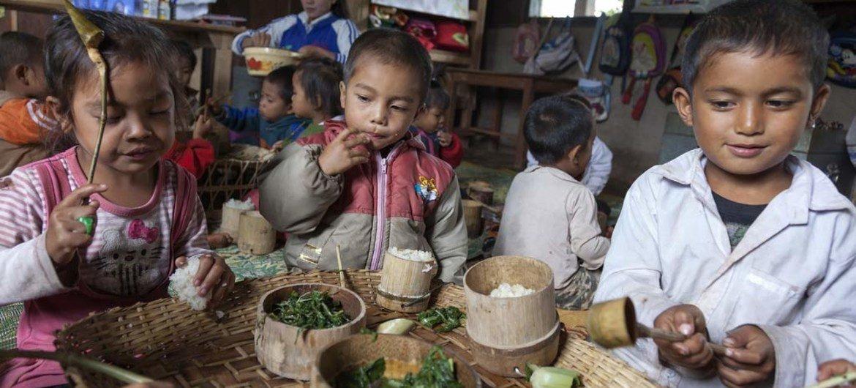 Laos: grâce aux repas nutritifs, davantages d'enfants vont à l'école.