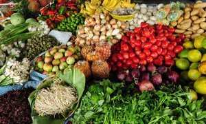 Эксперты рекомендуют есть больше овощей и фруктов, чтобы предотвратить гипертонию.