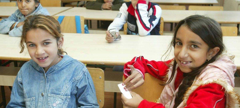 Roma children in Serbia (file)
