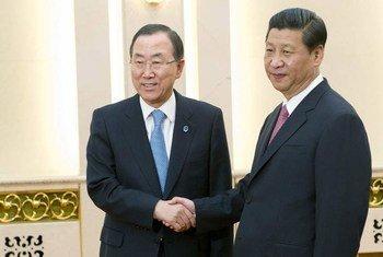 中国国家主席习近平与联合国秘书长潘基文资料图片。联合国图片/Evan Schneider