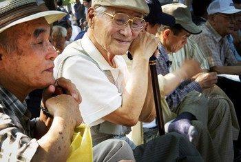 Des personnes âgées dans le Parc de Jongmyo, à Séoul, en République de Corée.