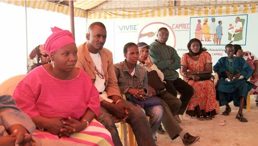 Manusura wa mateso wakipata ushauri katika moja ya vituo vilivyoko Senegal. Kituo hiki kinafadhiliwa na mfuko wa UN wa hiari wa manusura wa mateso.