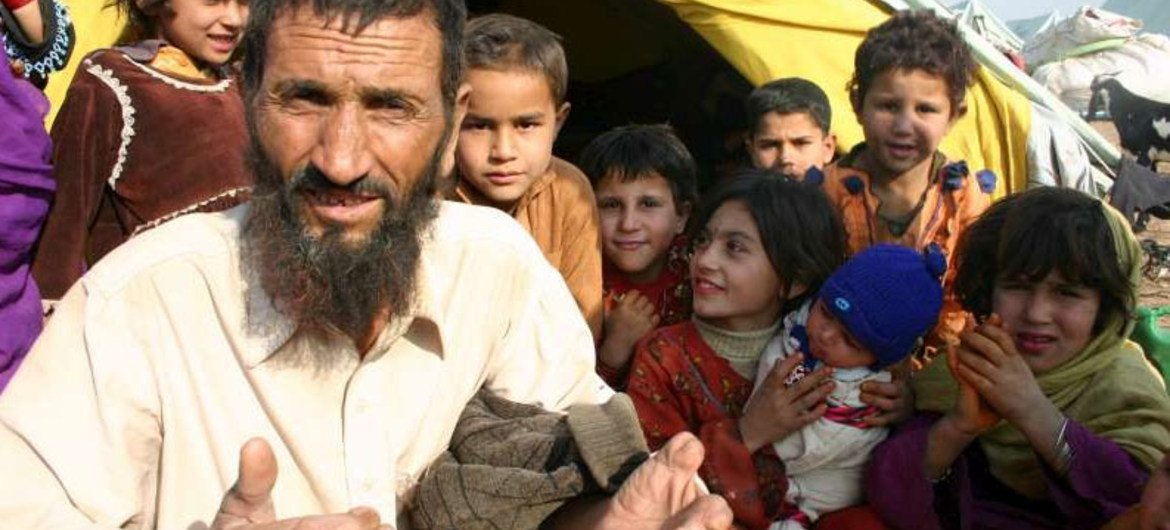Pakistan begins to issue new cards to Afghan refugees, UN confirms | | UN News