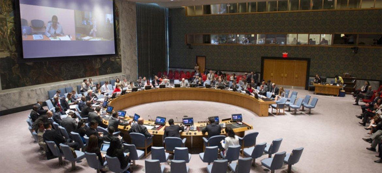 UN Humanitarian Chief Valerie Amos briefs Security Council via  video from Geneva.