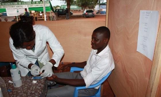 OMS chama a atenção para a importância do teste para identificar a hepatite.